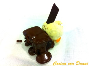 BROWNIE CON CHOCOLATE CALIENTE
